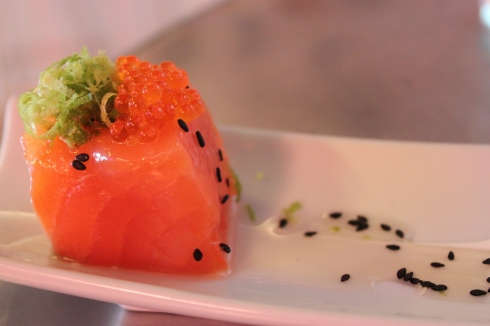 Salmon cube with roe, vanilla sauce, seeds